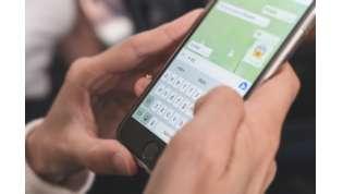 WhatsApp, stop ai messaggi vocali troppo lunghi: presto si potranno accelerare