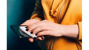 Lo smartphone? un vettore di germi: ecco come disinfettarlo