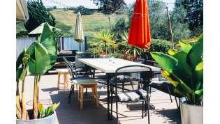 Luci, piante e fai da te: i consigli per arredare il terrazzo