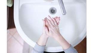 Pulizia, lavaggio delle mani e ricambio d'aria: come difendersi dal Coronavirus in casa